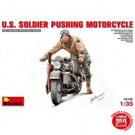 US SOLDIER PUSHING MOTORCYCLE  MINIART 35182