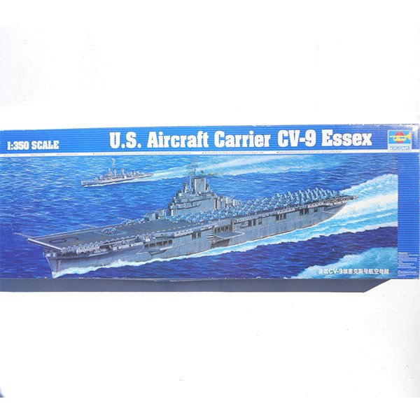 TRUMPETER-1-350-US-AIRCRAFT-CARRIER-CV-9-ESSEX